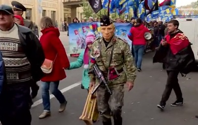 На  Марше героев  в центре Киева  гулял Путин