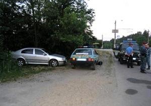 В Житомире пьяный водитель закрылся на ночь в машине, требуя адвоката и начальника милиции