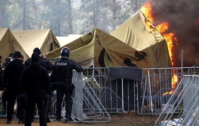 Беженцы подожгли лагерь в Словении, чтобы их отправили в Австрию – СМИ