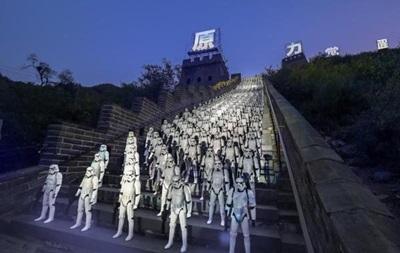 500 штурмовиков выстроились на Великой Китайской стене