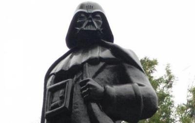 В Одесі замість Леніна встановили пам ятник Дартуа Вейдеру