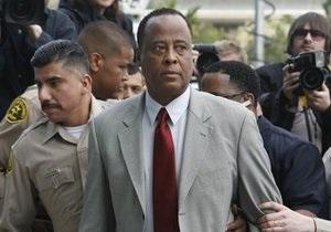 Отец Майкла Джексона подал судебный иск против доктора Мюррея