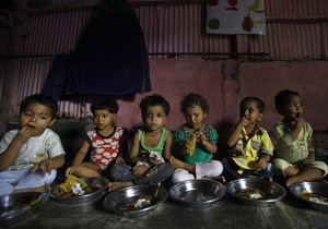 Накормить 800 миллионов: Индия готовится к крупнейшей соцпрограмме в истории