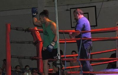 52-летний боксер нокаутировал 23-летнего соперника во втором раунде