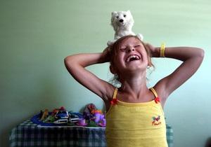 Британские ученые объяснили, как смех побеждает боль