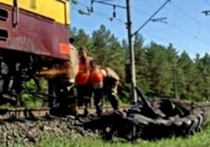 В Запорожской области столкнулись товарный поезд и трактор: есть жертвы