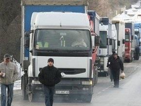 Белорус пытался пересечь украинско-словацкую границу под прицепом грузовика