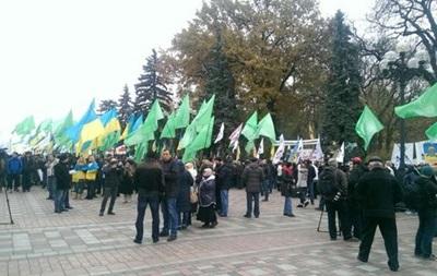 Под Радой проходит митинг  УКРОПа