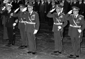 Экс-президенту Турции, совершившему военный переворот в 1980 году, грозит пожизненное заключение