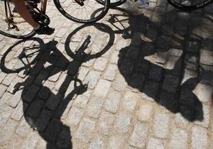 В Бразилии автомобиль на скорости врезался в толпу велосипедистов, десятки пострадавших
