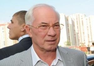 В Запорожье Азаров потребовал вместо престижного лицея показать ему   обычную   школу