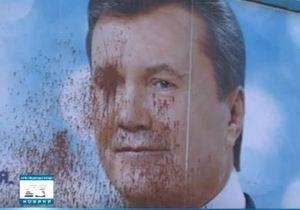 В Кировоградской области забросали краской билборды с портретом Януковича