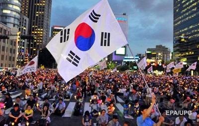 Десятки тысяч человек вышли на антиправительственную акцию в Сеуле