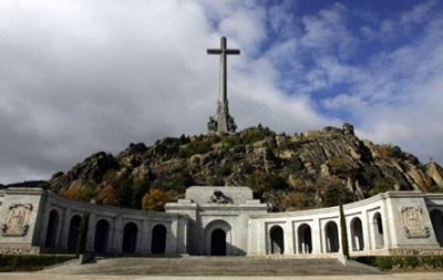 В Испании требуют перезахоронить останки диктатора Франко