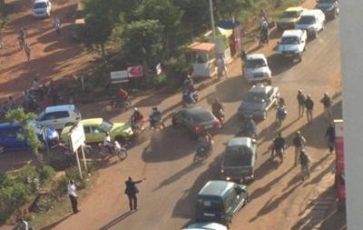 Атака в отеле Мали: СМИ сообщают о девяти погибших