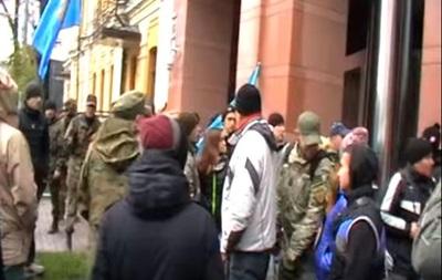 Появилось видео штурма офиса Ахметова в Киеве