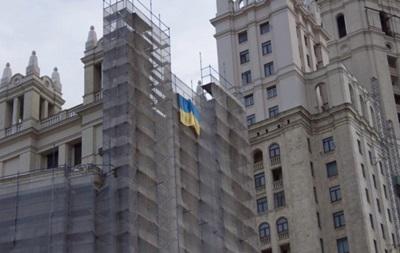 В Москве к годовщине Майдана вывесили флаг Украины