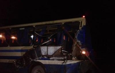 На Прикарпатье лесовоз въехал в пассажирский автобус