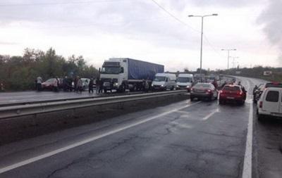 Кондитеры перекрыли трассу Киев-Чоп