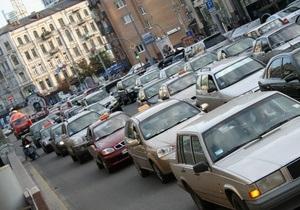 Вслед за иномарками в Украине могут подорожать и отечественные авто - Ъ