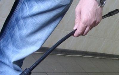 У Полтавській області депутата побили металевим прутом