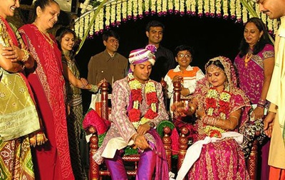 В Индии торговец бриллиантами оплатил 150 свадеб