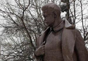 Опрос: Большинство украинцев выступают против установки памятников Сталину