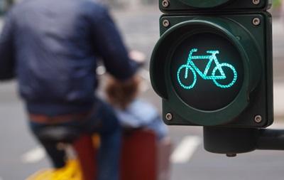 Во Львове появился велосипедный светофор