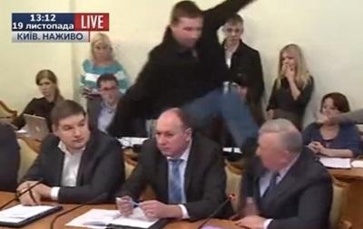 Писный подал в суд на Парасюка: хочет сто тысяч