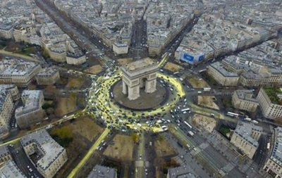 Greenpeace провела акцію на Тріумфальній арці