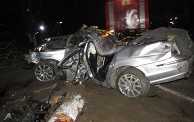 На Херсонщині Jaguar влетів у стовп: троє загиблих