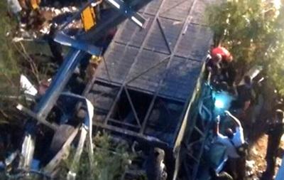 В Аргентине в пропасть упал автобус, более 20 погибших