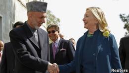 Клинтон убеждает Кабул продолжить переговоры с талибами