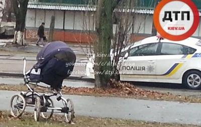 В Киеве женщина на BMW сбила мать с младенцем