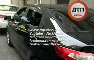 В центре Киева у мужчины отобрали сумку с деньгами