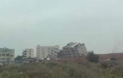 В Китае из-за оползня обрушились десять домов