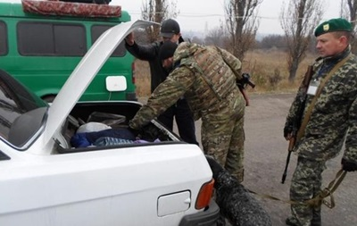 В Донбассе сотни авто стоят в очереди на пунктах пропуска