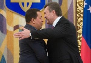 Фотогалерея: С Януковичем на  ты . В Украину приехал Уго Чавес