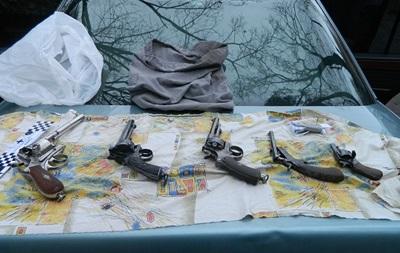 В Киеве задержали торговцев оружием