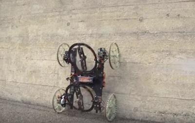 В США создан робот, передвигающийся по стенам