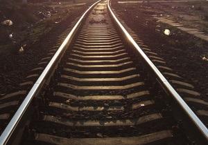 В Горловке сошел с рельсов локомотив поезда Свердловск - Симферополь