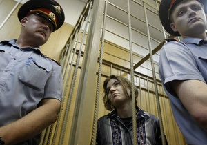 Полицейские обсудили с условно осужденной участницей Pussy Riot спиленный крест