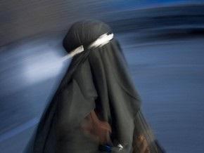 Французский министр призывает запретить паранджу