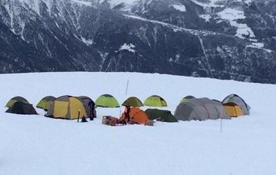 Тренер немецкого клуба поселил команду в палатках на снегу