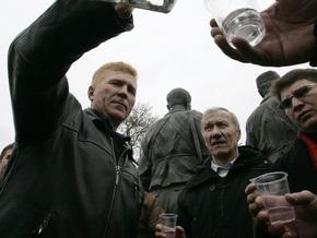 Корреспондент: Украинцы переходят на дешевую водку