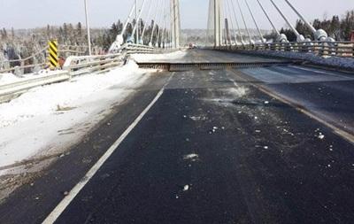 В Канаде из-за морозов  треснул  автомобильный мост