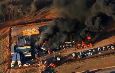 В США произошел пожар на нефтяной вышке