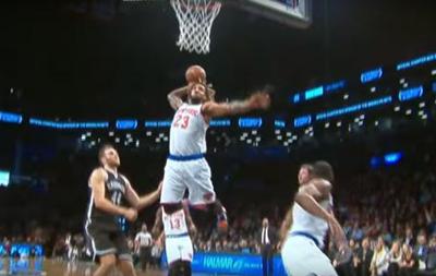Лучший момент дня в НБА: Баскетболист Нью-Йорк Никс вколотил мяч в кольцо