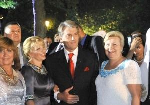 Янукович поздравил Ющенко лично, а Тимошенко - по телефону