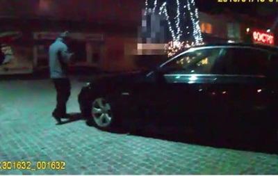 Во Львове задержали пьяного полицейского на BMW